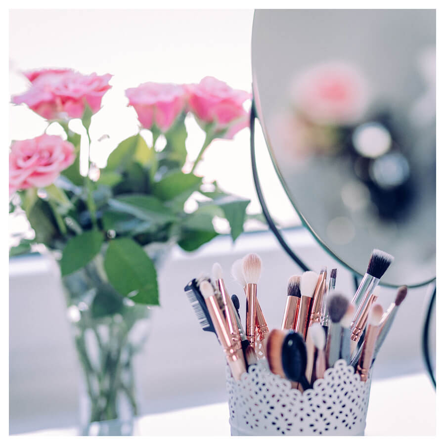 Beauty Blogger Lightroom Preset Filters make-up and roses before