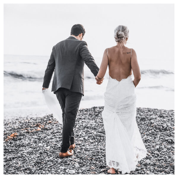 White Wedding Lightroom Preset filters bride and bridegroom on the beach after