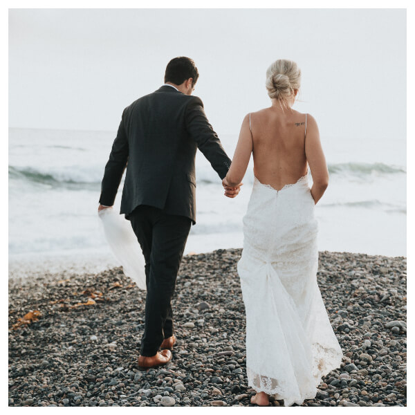 White Wedding Lightroom Preset filters bride and bridegroom on the beach before