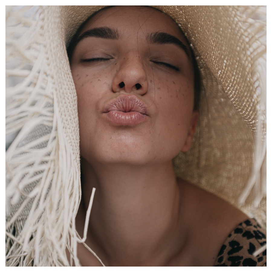 girl with hat lips before